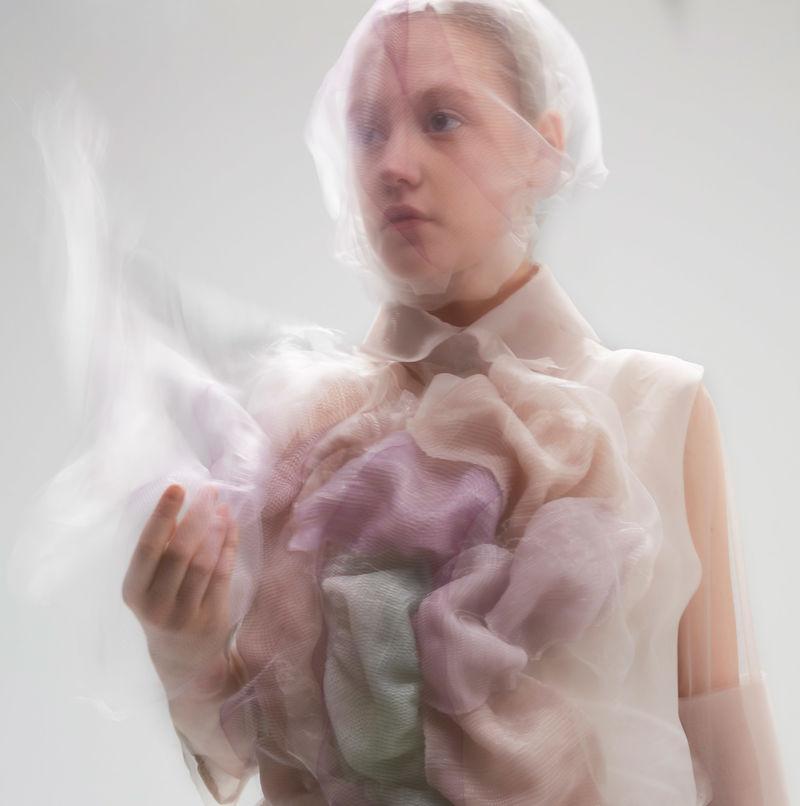 Reactive Autonomous Dresses