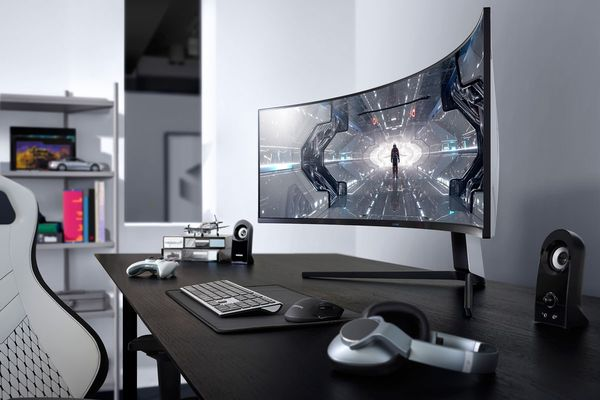Curved Immersive Gaming Monitors