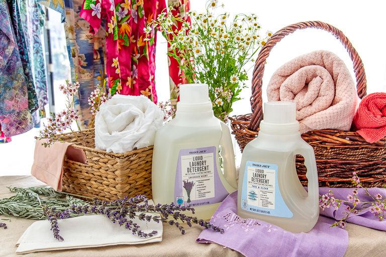 Eco-Friendly Laundry Detergents : Lavender Scent Liquid Laundry Detergent