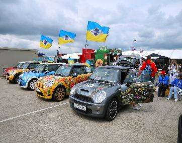 MINI United 2009 Gathers 25,000 for Cooper's 50th Birthday