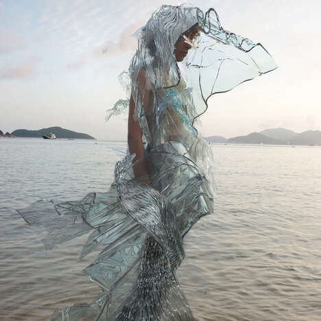 Environmentally Responsive Algae Dresses