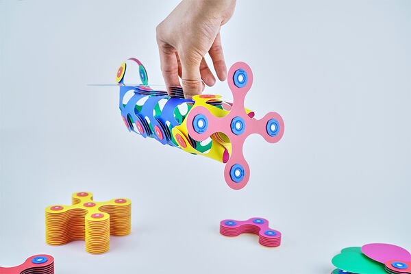 Magnetic Origami-Inspired Building Toys