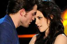 Mock Make-Outs - 'Twilight' Gets Compared to 'The Notebook' at the MTV Movie Awards