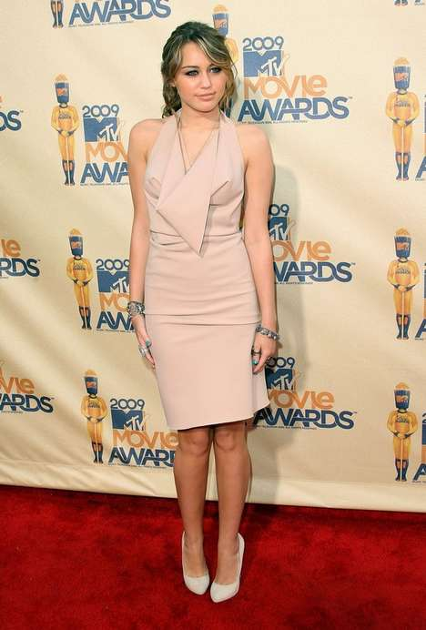 Nude Fashion - Miley Cyrus Matures at MTV Movie Awards