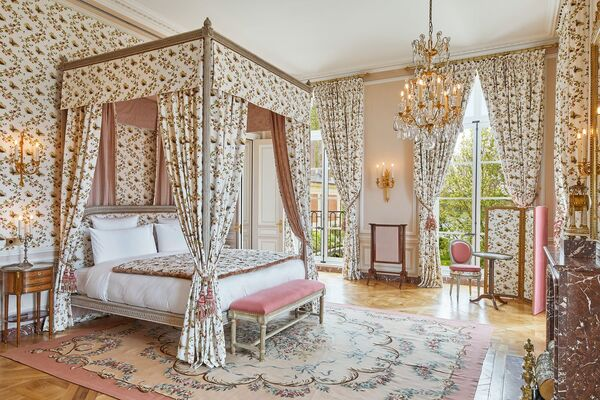 Luxe Tourist Attraction Hotels
