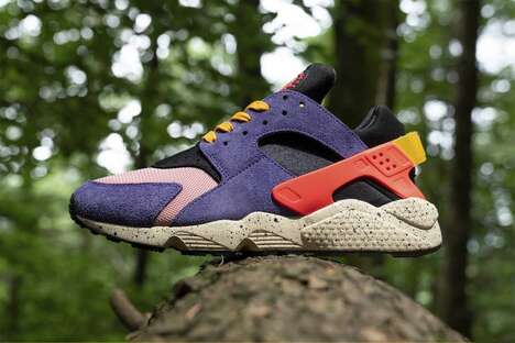 Paneling Vibrant Running Shoes