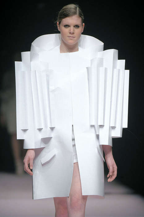 Accordion Couture - Antwerp Channels Glamour With Sci-Fi Twist