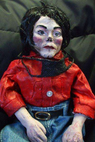 Macabre Figurines - An Ex-Mortician Customizes Custom Creepy Dolls