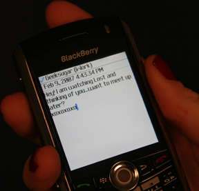 Text Messaging + Dating Go Hand-in-Hand
