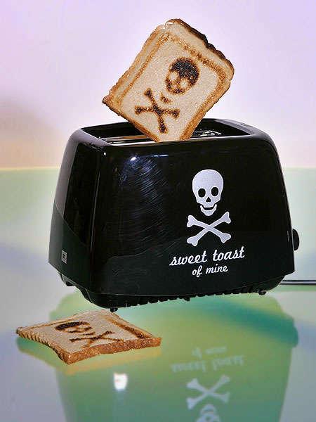 Skull & Cross Bones Toaster