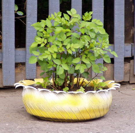Tire Gardens - Creative Recycling Brings New Life to Discarded Car Parts