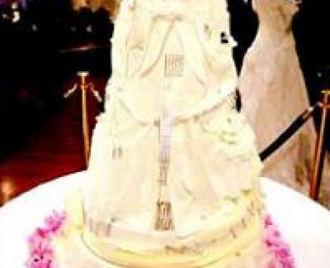 10 Unusual Wedding Cakes and Toppers