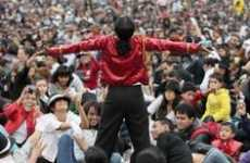 Massive Tribute Flash Mobs - 12,000 Fans in Mexico City Celebrate Michael Jackson's Birthday