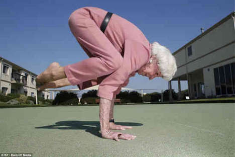 Elderly Yoga Masters - Bette Calman is an Inspirational 83-Year-Old Yoga Instructor