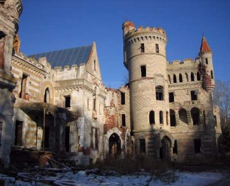 53 Colossal Castles and Mansions