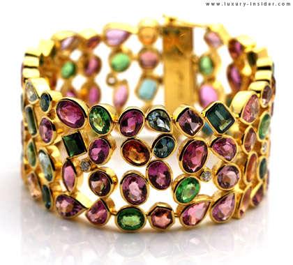 Chromatic Crown Rings