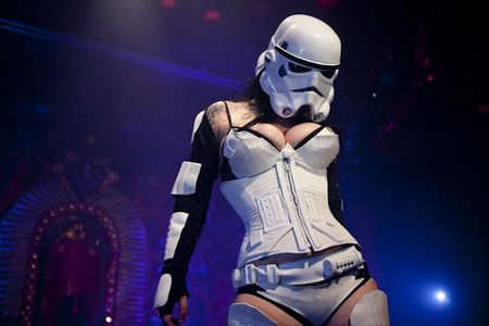 Star Wars Burlesque - Sci-Fi Strip Tease Pleases Space-Nerds
