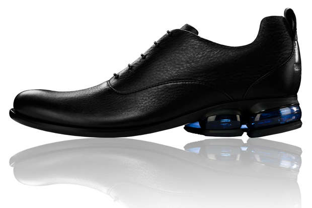 Calcolo fuori servizio allievo  Dress Shoes with Air: The Giorgio Armani and Reebok EA7 Line Mixes Style  and Sport