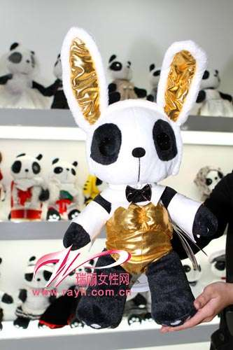 Fashion Plushies - Pandatown in Beijing is All About Fashion for Pandas