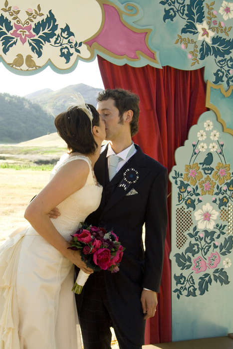 Chic Flat-Packed Weddings
