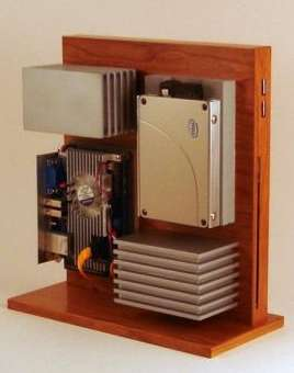 Jeremy Stephenson Designs the Stylish Wooden Computer