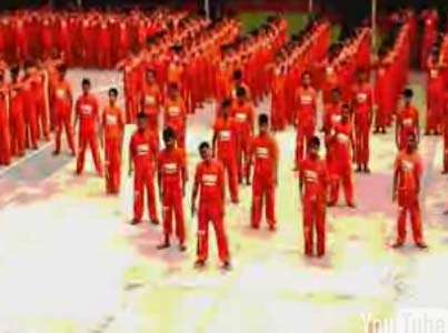 "Dancing Inmates - 1,500 Filipino Prisoners Re-enact Michael Jackson's ""Thriller"""
