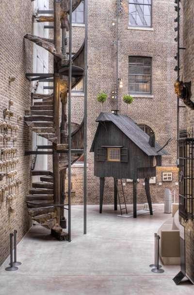 Geometric Insect-Like Housing