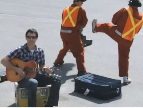 Complaining Acoustics - This 'United Breaks Guitars' Video Will Guarantee a Few Laughs