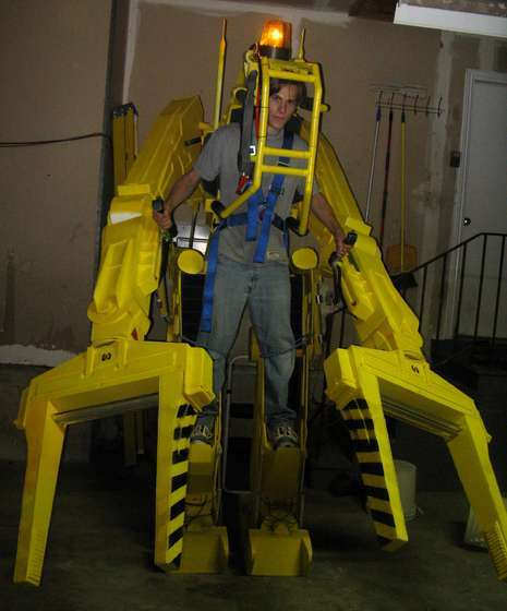 Sci-Fi-Inspired DIY - Life-Sized Aliens Power Loader Costume is Frighteningly Realistic