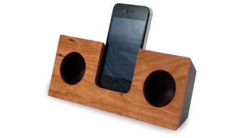 Tree-Cut Sound Docks - The Koostik Wood iPhone Speaker System Pumps Natural Noise