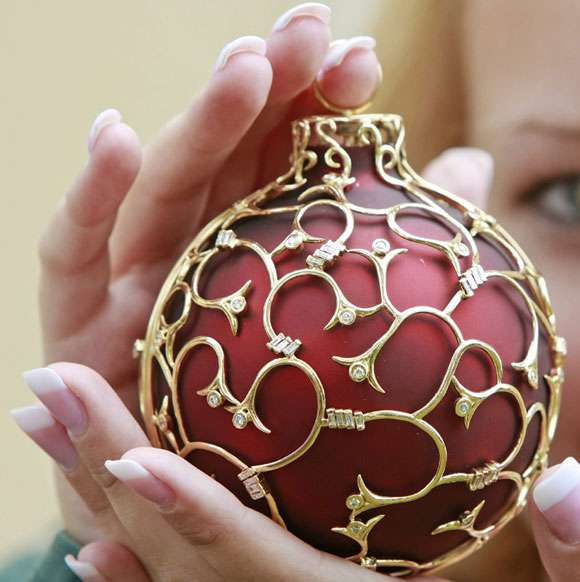 30 000 Christmas Ornaments World S Priciest Tree Bauble