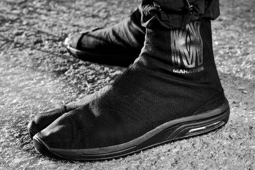 Split-Toe Cushioned Footwear