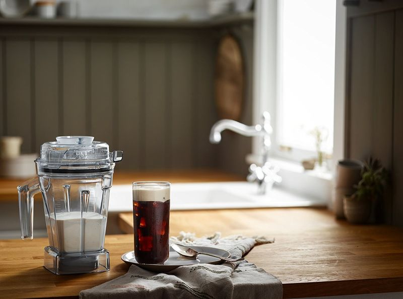 Ingredient-Preserving Mixing Containers