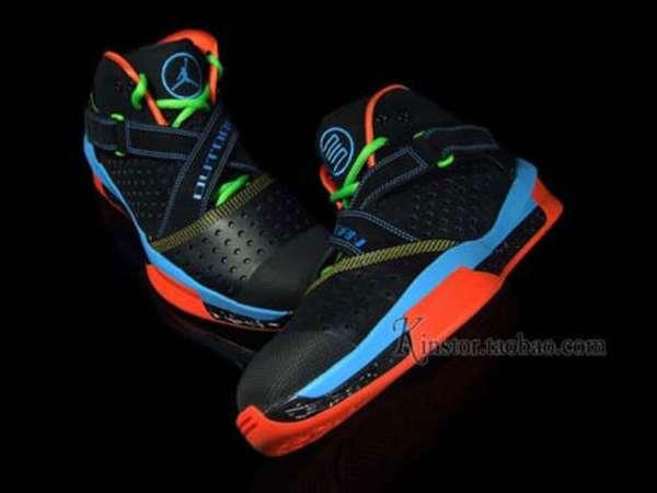 Raver Court Kicks : Air Jordan Neon Outdoor