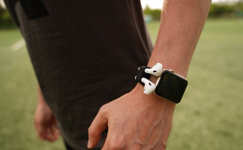 Headphone-Holding Smartwatch Straps