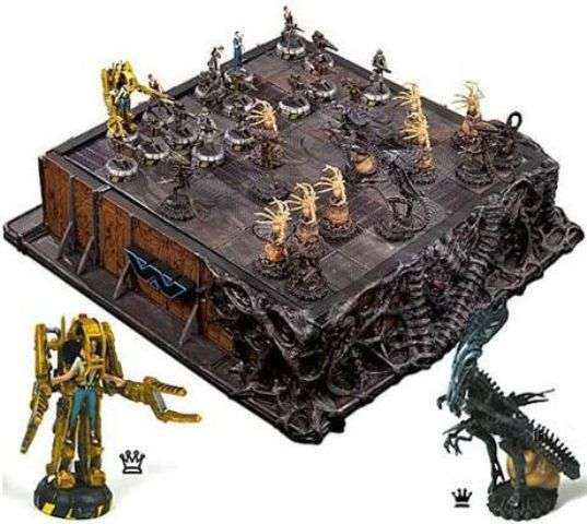 Sci fi strategy games aliens deluxe chess set - Deluxe chess sets ...