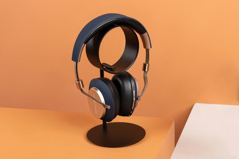 Sculpturally Minimalist Headphone Holders