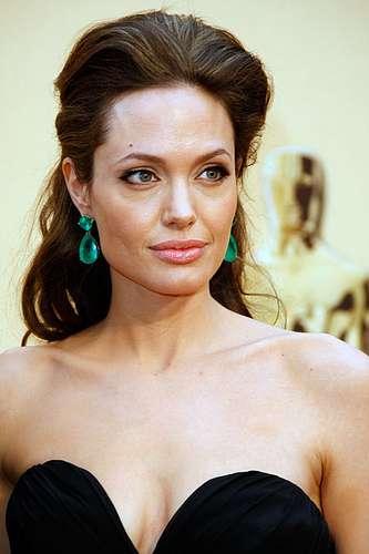 Fakebooking Kate Winslet Imposter Calls Angelina Jolie