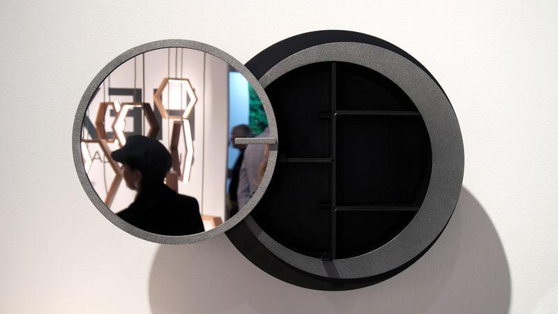 Storage-Hiding Mirrors