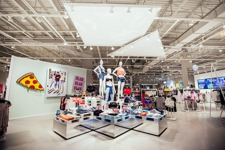 Sprawling Accessories Stores