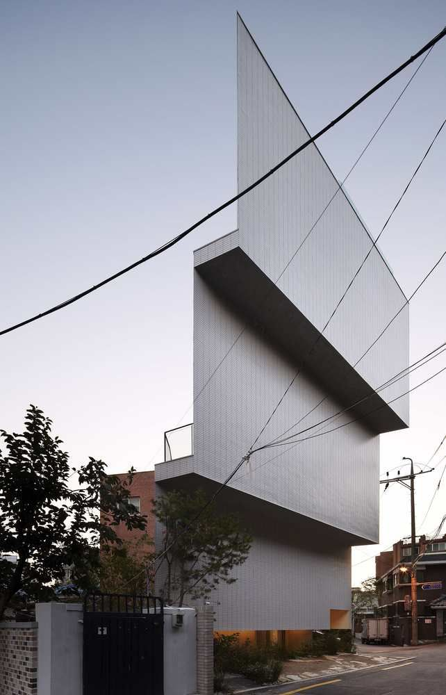 Illusory Triangular Offices