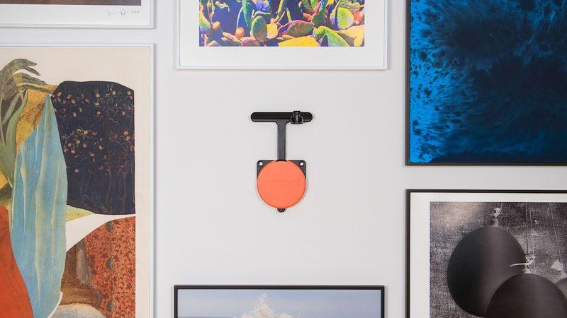 Auto-Leveling Artwork Hangers : art hanging