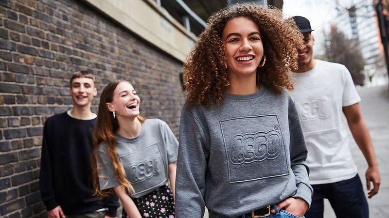 Collaborative Clothing-Free Pop-Ups