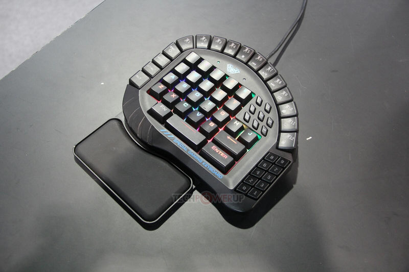 One-Handed Gaming Keypads