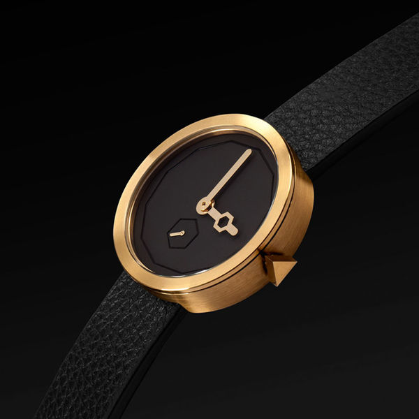 Sleek Gold-Accented TImekeepers
