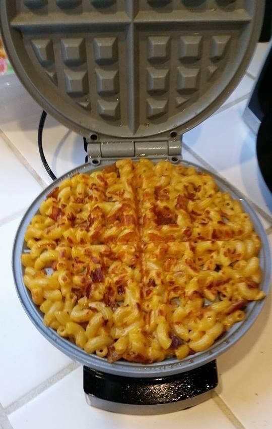 Cheesy Macaroni Waffles : bacon mac and cheese