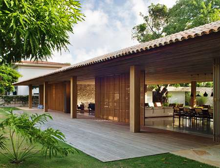 Eco friendly tropical homes bahia house for Best house design tropical climate