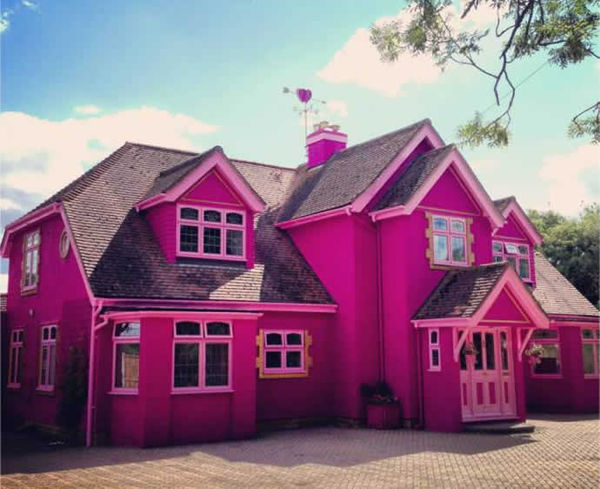 Iconic livable dollhouse structures barbie dream house for Barbie vie dans la maison de reve