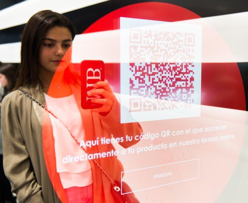AI Beauty Retail Mirrors
