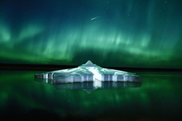 Snowflake-Shaped Floating Hotels